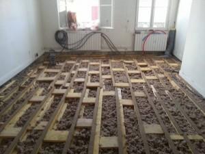 passage eau électricité et plomberie dans le plancher